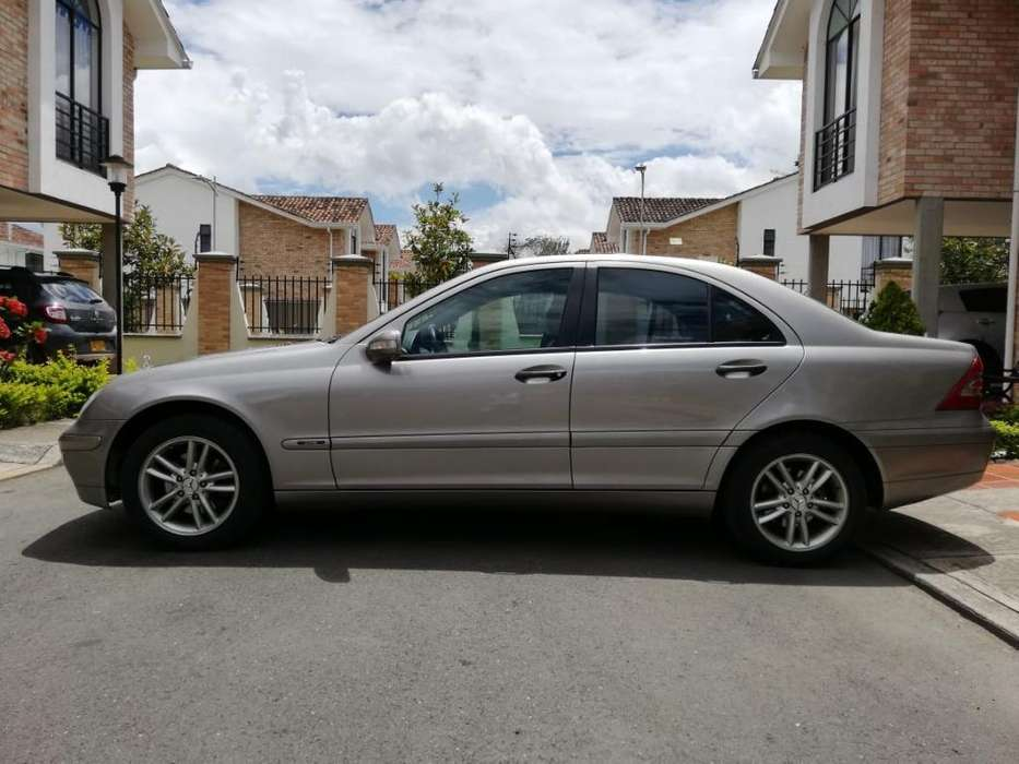 <strong>mercedes-benz</strong> Clase C 2004 - 88000 km