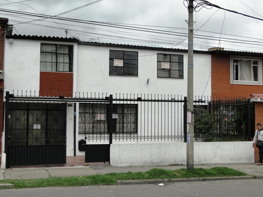 VENDO AMPLIA CASA DE 234 M2 EN EL SOCIEGO $650 MILLONES