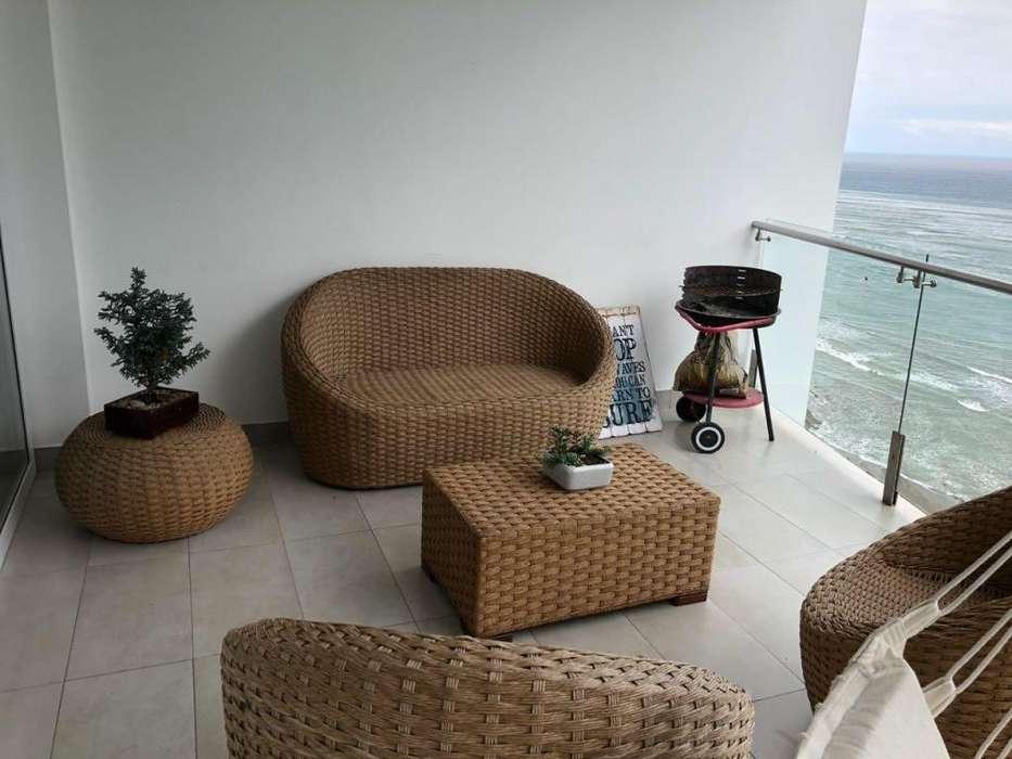 Se vende departamento con espectacular vista frente al mar en Manta