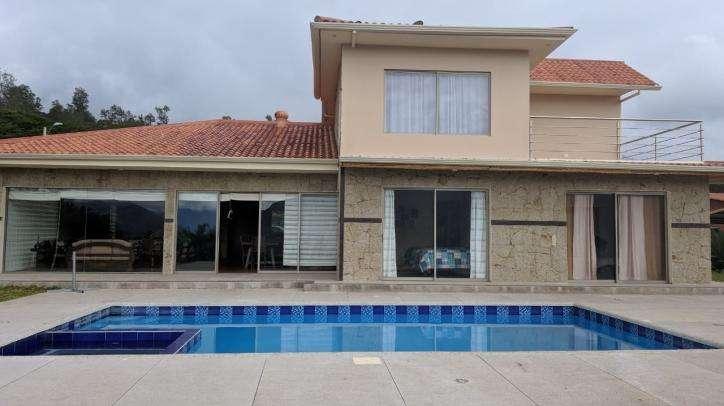 Quinta en Yunguilla 2 metros con casa Nueva 5 dormitorios IGA1867