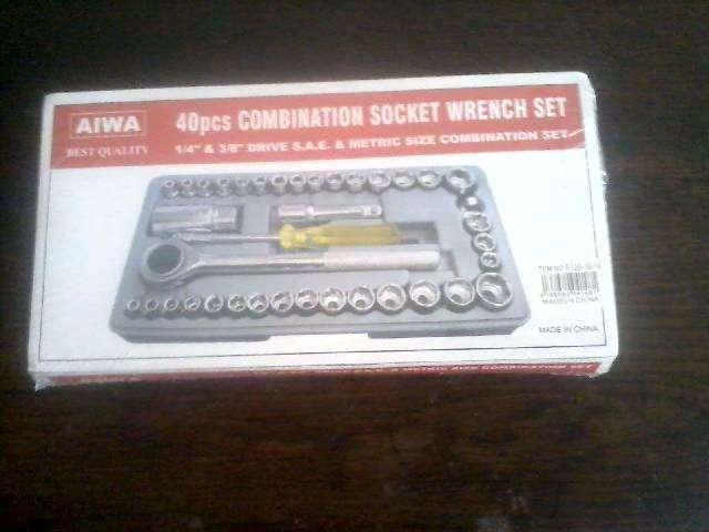 Kit Aiwa de llave tubo y 40 piezas