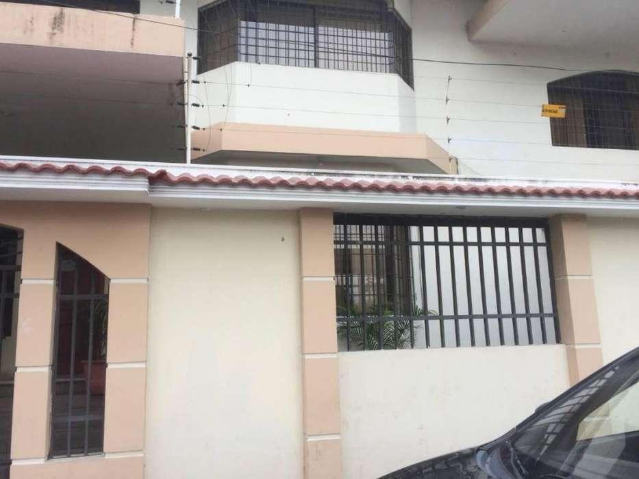 Venta de Casa con Uso de Suelo Comecial y Habitacional en La Kennedy, Norte de Guayaquil