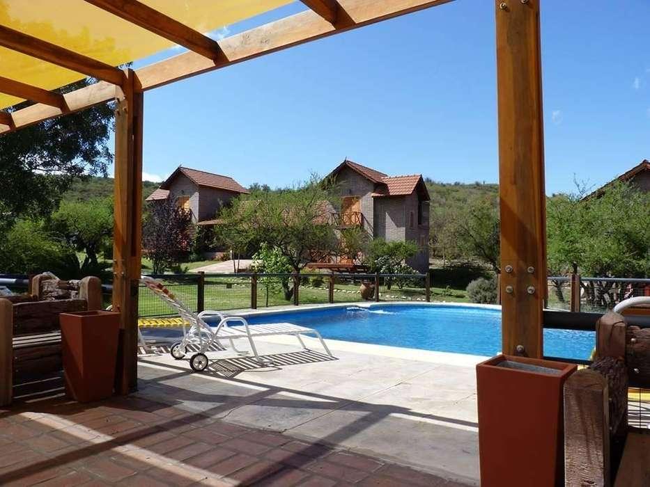 hu22 - Complejo para 3 a 6 personas con pileta y cochera en Villa De Merlo