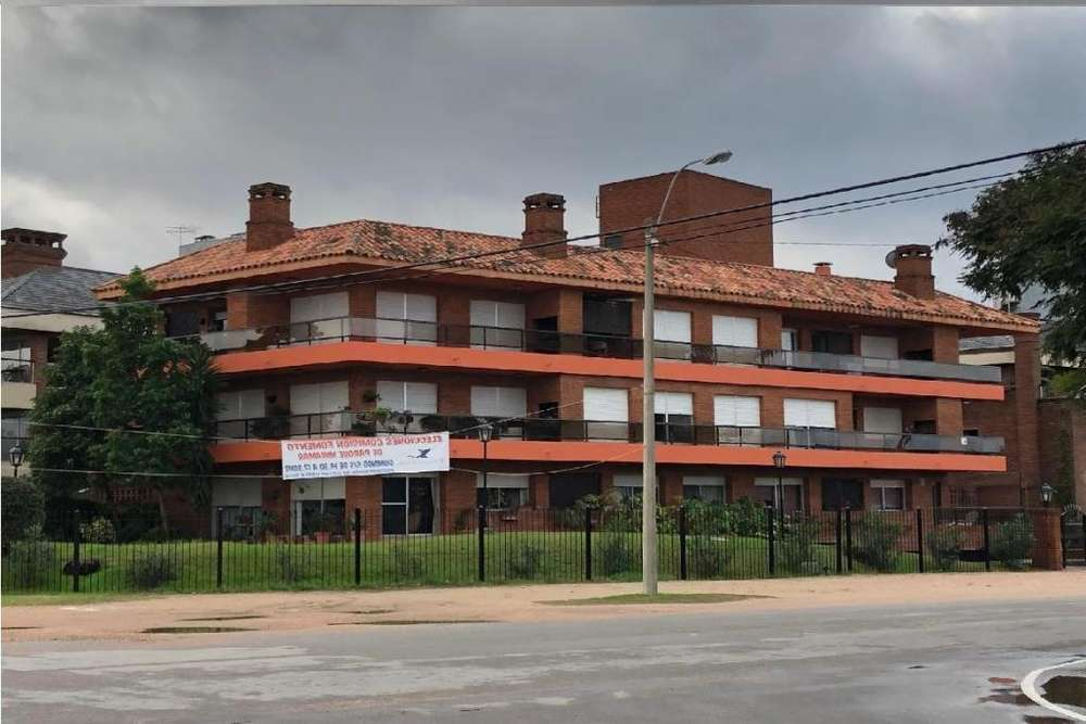 Departamento en Venta en Carrasco, Montevideo US 270000
