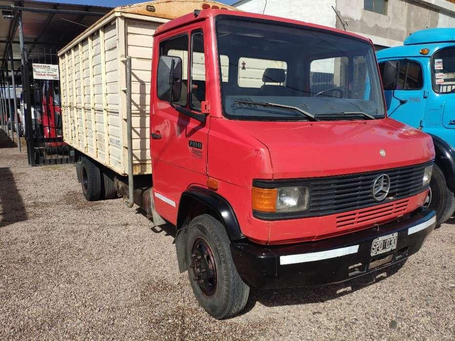 Vendo Mercedes Benz 710 Mod 94