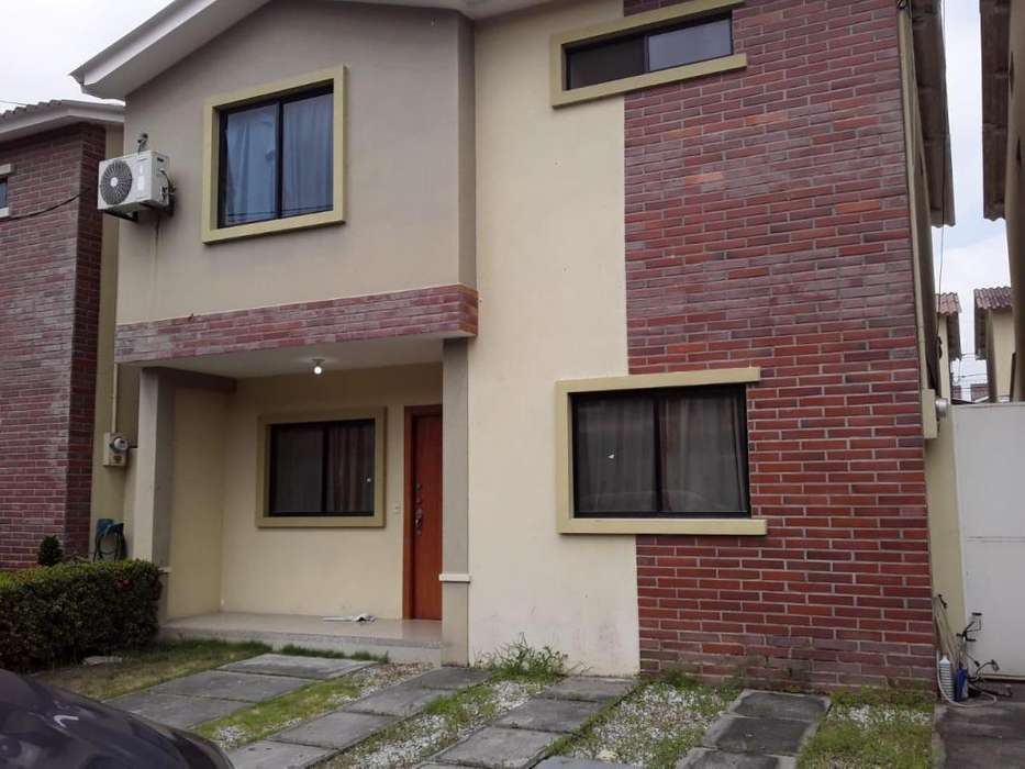 Venta de Casa en Urb. Milan, Cerca C.C. El Dorado