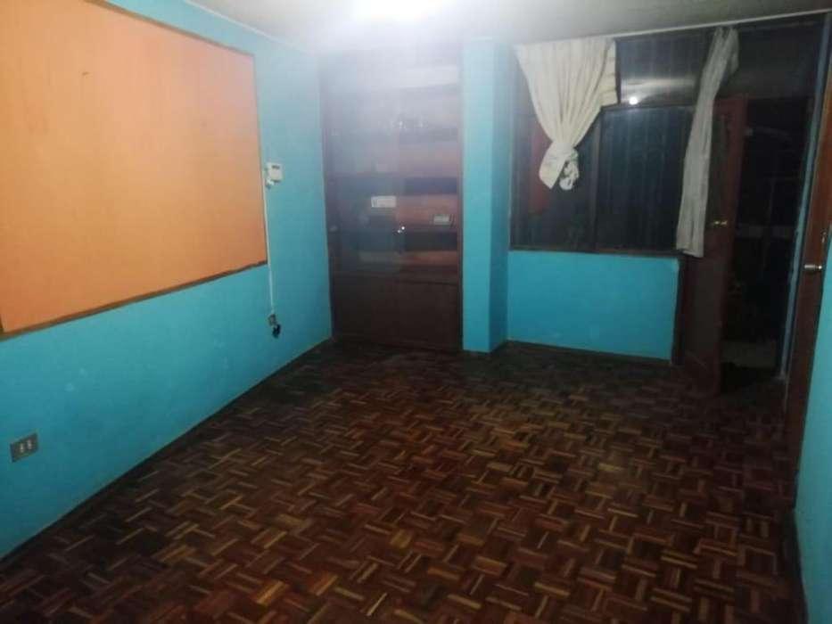 Se arrienda habitación para persona sola o estudiante en el Centro Histórico de Quito