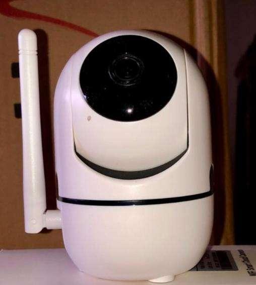 Cámara IP wifi robótica nueva
