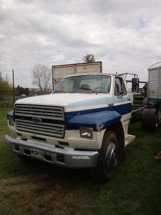 Vendo Ford 7000