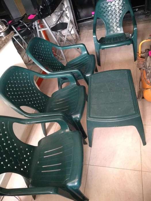 4 <strong>silla</strong>s Playeras con Mesa de Centro