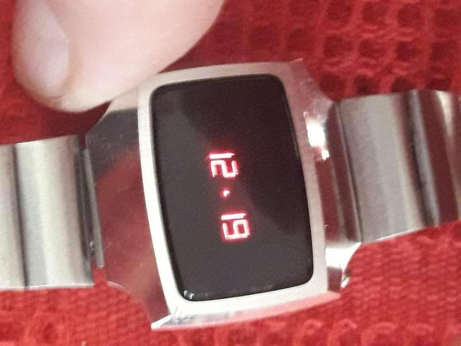 Reloj de Led Retro Suizo