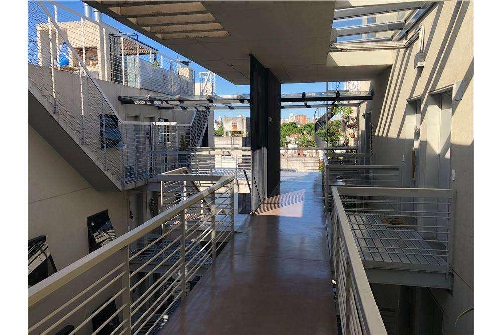 Excelente monoamb duplex con cochera y terraza