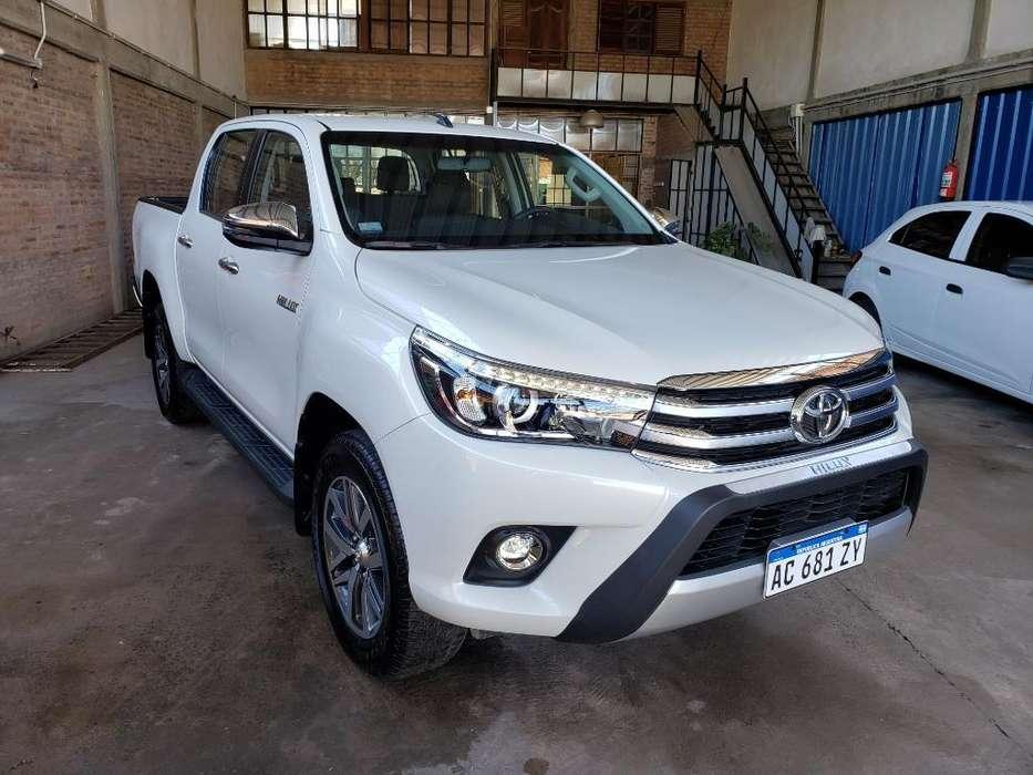 Toyota Hilux 2018 - 2400 km