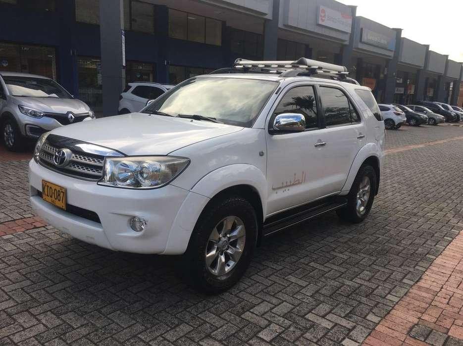 Toyota Fortuner 2011 - 96000 km