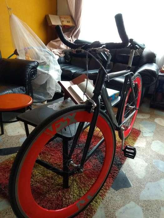 Vendo Bicicleta Fixie, con Rin 5 Pared