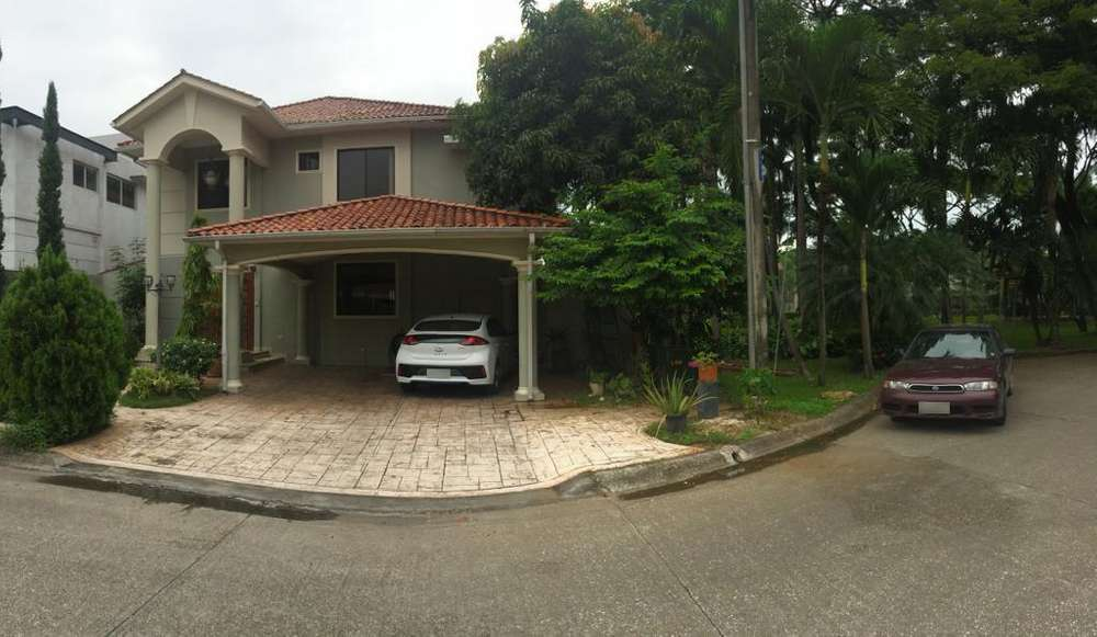 Venta de casa en Urb. Estancias del Río, frente a Plaza Batán, Vía Samborondón