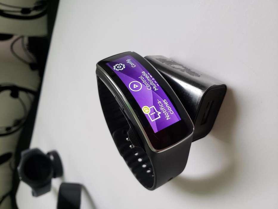 Smartwatch Samsung Gear Fit 1 base de carga original, como NUEVO