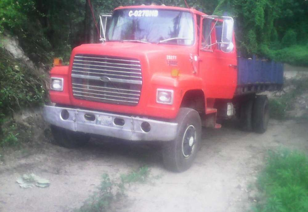 Vendo camion caterpillar