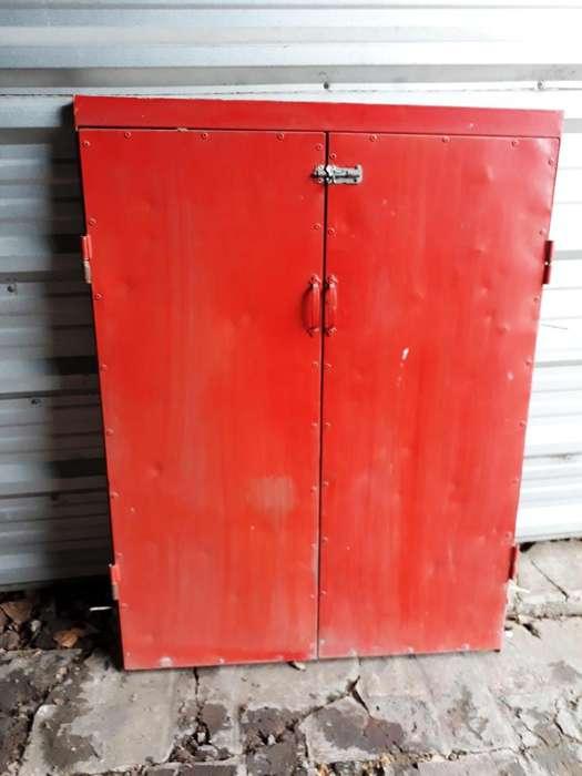 Puertas para armario bajo escalera o baulera de hierro angulo y chapa
