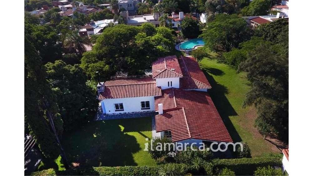 Casa Cerro De Las Rosas 2100 M2 100 - UD 1.300.000 - Casa en Venta