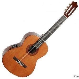 Guitarra electroacústica clásica Yamaha CX40 estuche rígido y cable amplificador
