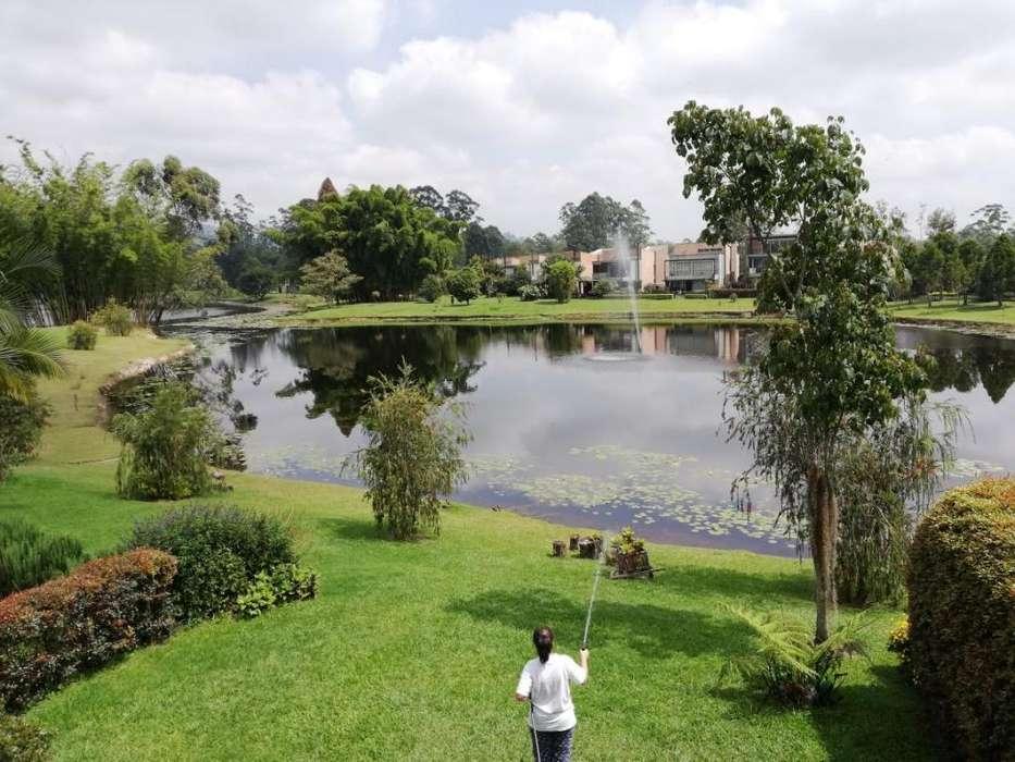 VENDO CASA ESPECTACULAR EN LLANOGRANDE con lago privado