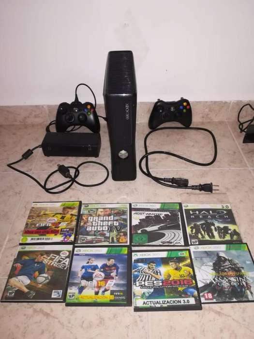 Xbox 360 Slim, 2controles, 8películas kinect 2 películas.