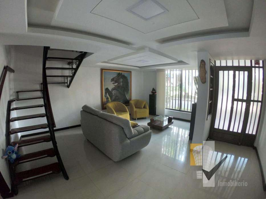 Hermosa casa en conjunto Cerrado Pereira Corales. Totalmente Remodelada