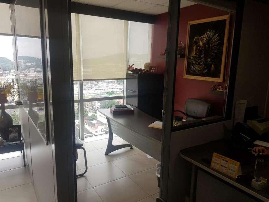 Venta de <strong>oficina</strong> en el Edificio Blue Towers, Av. Francisco de Orellana, junto al Hotel Marriot, Norte de Guayaquil