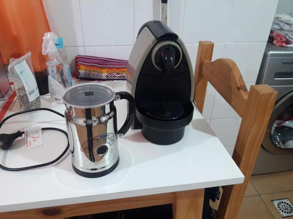 VENDO <strong>cafetera</strong> NESPRESSO Y AEROCINO (CASI SIN USO).
