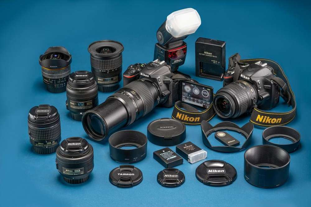 Equipo Nikon Completo, con dos cámaras y 7 lentes. Excelente estado!