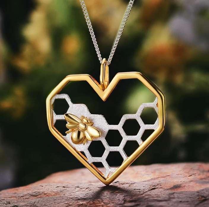 89bd4033132b Collar de Plata 925 Corazón con panal de abejas y baño de  strong oro