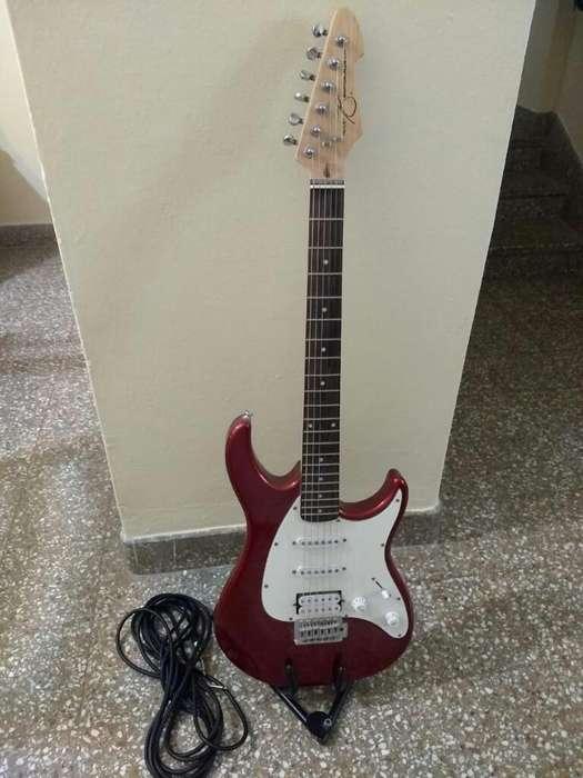 Vendo Stratocaster.