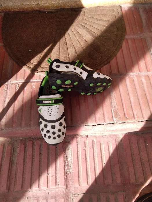 Vendo Botines Fútbol 5 N 38
