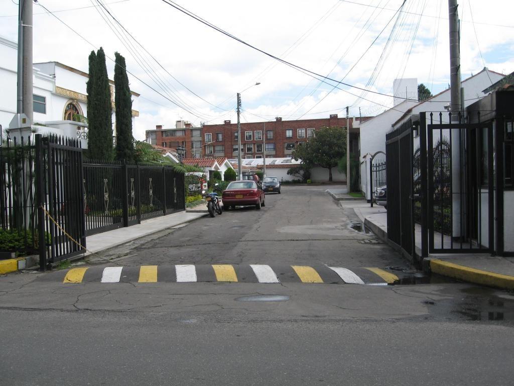 VENDO CASA EN BOGOTA SECTOR LA ALAMBRA REMODELADA