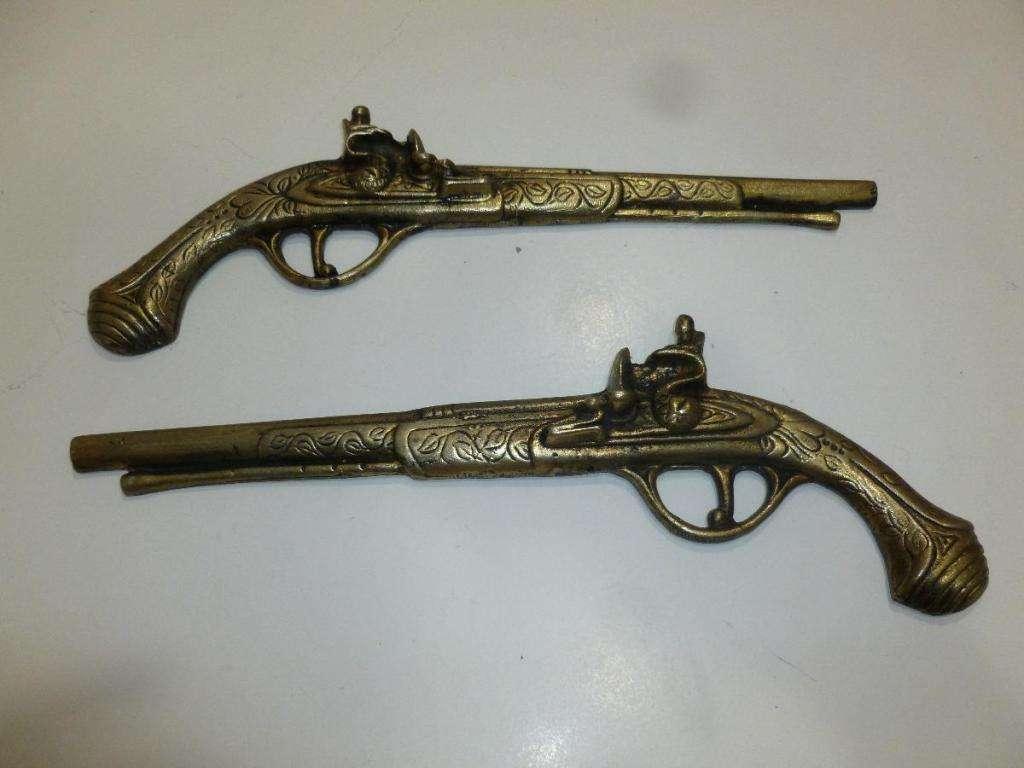 Pistolas Con Llave De Chipa, Revolver, Trabuco De Decoración