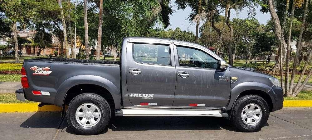 Toyota Hilux 2013 - 50000 km