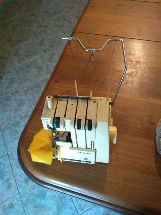 Máquina Remalladora Singer