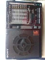 RADIO SONY ICF-7600A  AM / FM  / 9 bandas SW.  ANTIGUO - funciona BIEN.  150.000