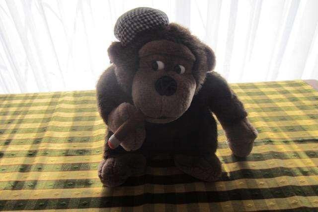 Mono de peluche, color marrón, de 25 cm, excelente calidad!!!, impecable estado!!!