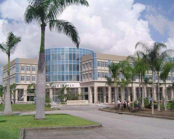 Venta de <strong>oficina</strong> en el Business Center, frente al Teatro Sanchez Aguilar, Samborondon