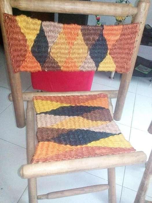 Se venden sillas elaboradas en cahuya