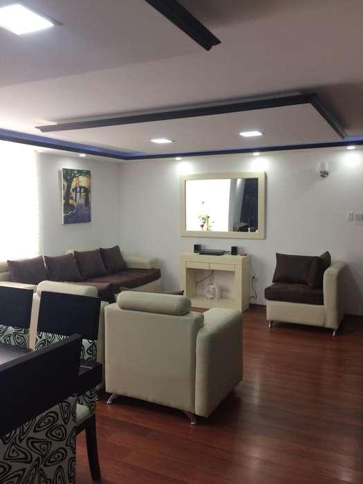 De Lujo Arriendo Departamento Amoblado tres dormitorios, Edificio Manhattan Sector Miraflores.