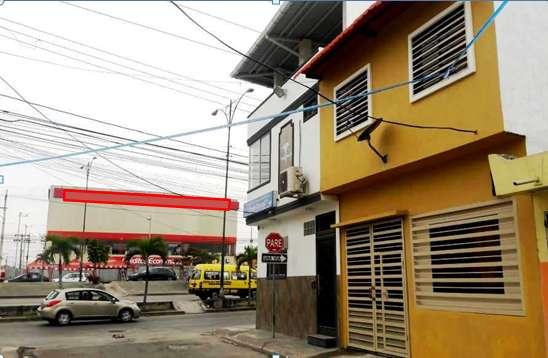 Villa NUEVA de 2 plantas con Excelente ubicación en las Orquideas junto a la Av. Isidro Ayora
