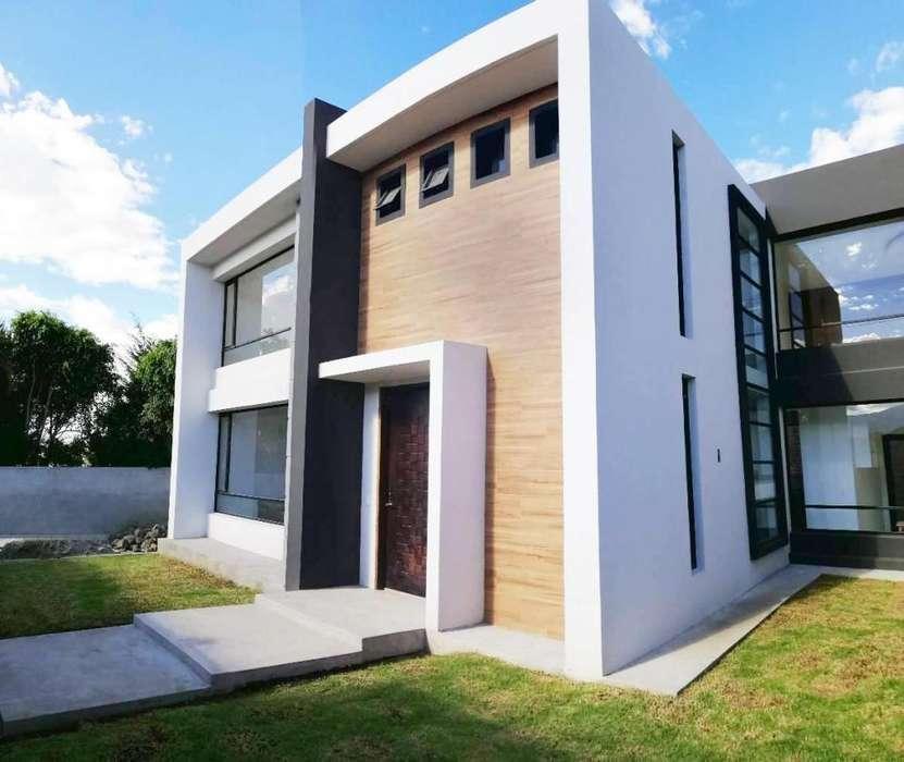 Casa en Venta en Tumbaco, Cerca a Cumbayá, La Cerámica. 3 Dormitorios