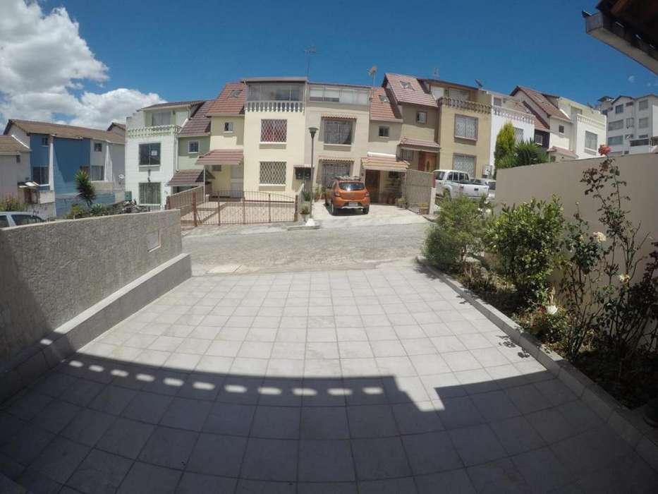 Venta Casa, Calle Juan Barrezueta , Sector Supermaxi Carcelen Norte de Quito