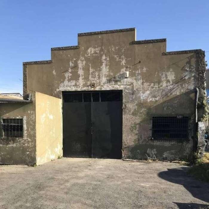 Galpón, deposito terreno de 371 m2