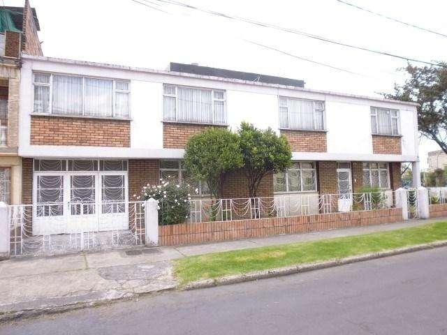 Punto estrategico para nuevo proyecto, Casa Esquinera, en J.J. Vargas, Frente: 12m, Fondo: 19.41m. 54120
