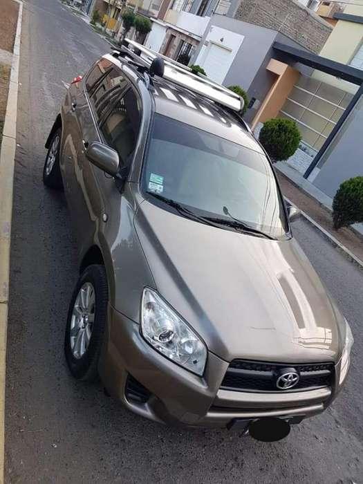 Toyota RAV4 2011 - 70000 km