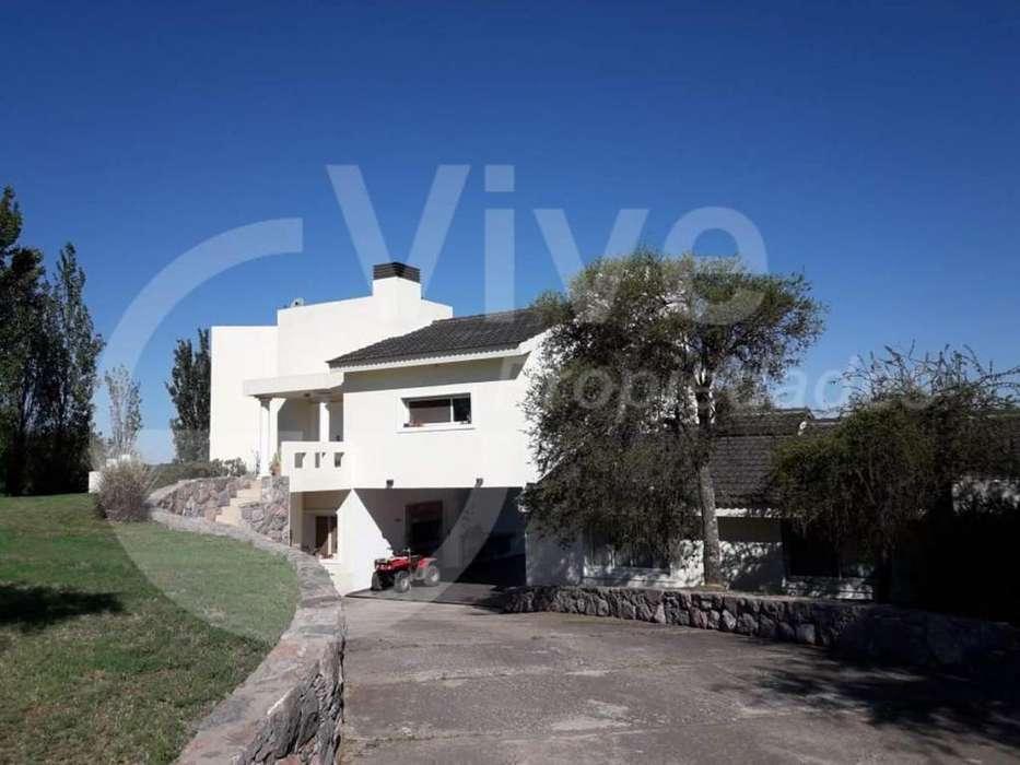 Casa en venta, 3 dormitorios, Country Las Corzuelas, Unquillo